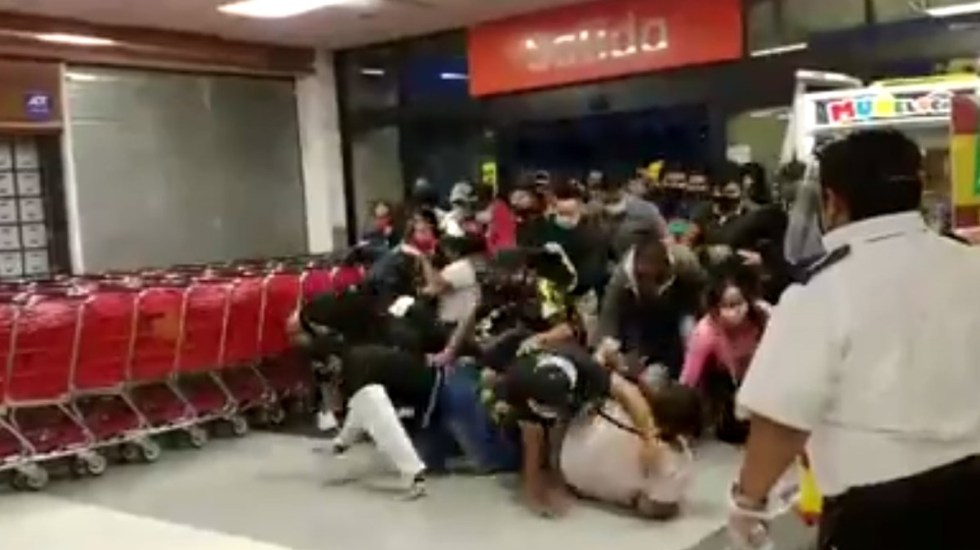 "[VIDEO] Estampida y heridos en Chilpancingo por oferta del ""super"""